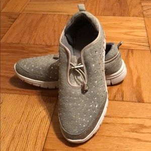 Shoes - Gray bedazzled gym shoes size 8